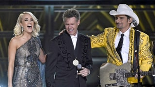 Country Singer Randy Travis Delivers Tearjerking Performance at the CMAs 2016 After Life-Threatening Stroke — Watch