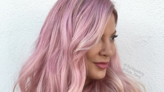 Tori Spelling Debuts Rose-Pink Hair for Summer 2016