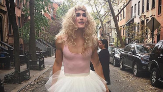 Even Carrie Bradshaw (Sarah Jessica Parker) Is Obsessed With Instagram's Carrie Dragshaw