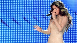 Selena Gomez Debuts Powerful New Song 'Feel Me' on Revival Tour: 'No One Loves You Like I Love You'