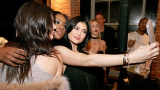 Kendall and Kylie Jenner Reveal How to Take the Perfect Selfie!
