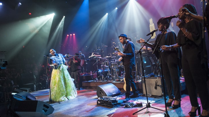 Watch Lauryn Hill's Compelling 'Austin City Limits' Episode