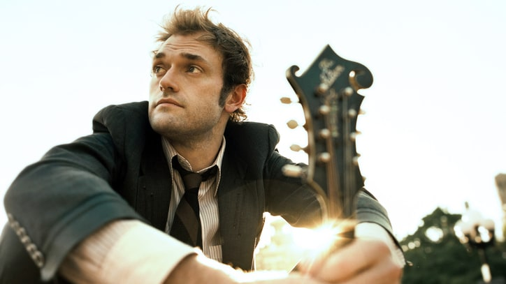 Chris Thile on Tricky Task of Hosting 'Prairie Home Companion'