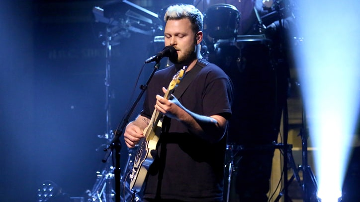 Watch Alt-J Recruit Questlove for Winding 'In Cold Blood' on 'Fallon'