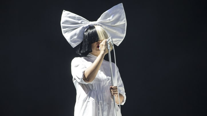 Watch Sia Debut 'The Greatest' Live at iPhone 7 Event