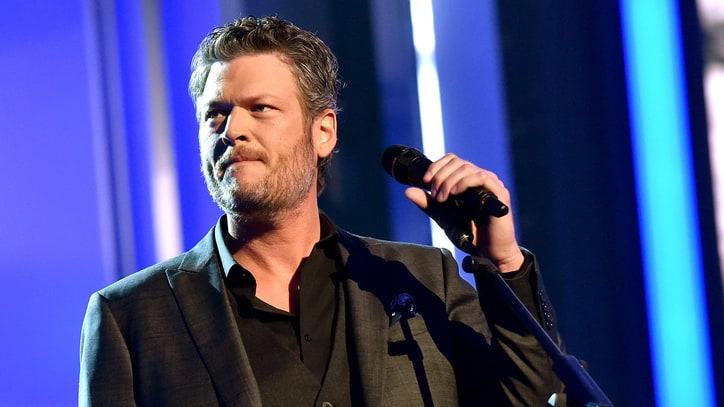 Blake Shelton Apologizes for 'Inappropriate' Tweets