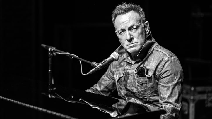 Review: Bruce Springsteen's Broadway Show Is an Intimate Triumph