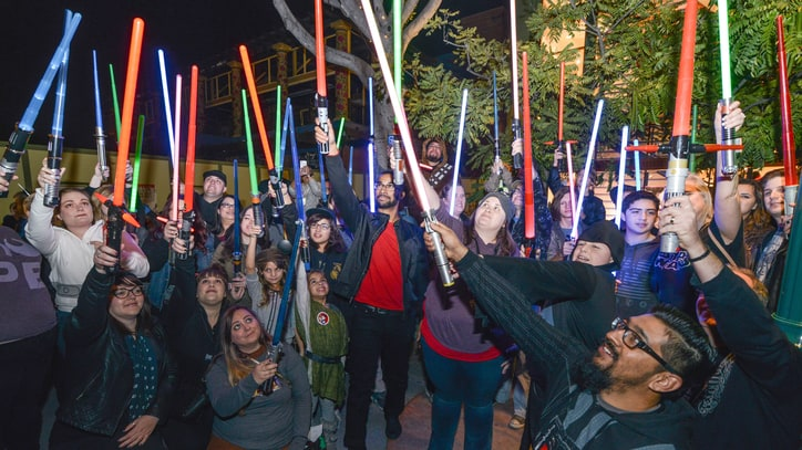 Watch 'Star Wars' Fans Hold Lightsaber Vigil for Carrie Fisher