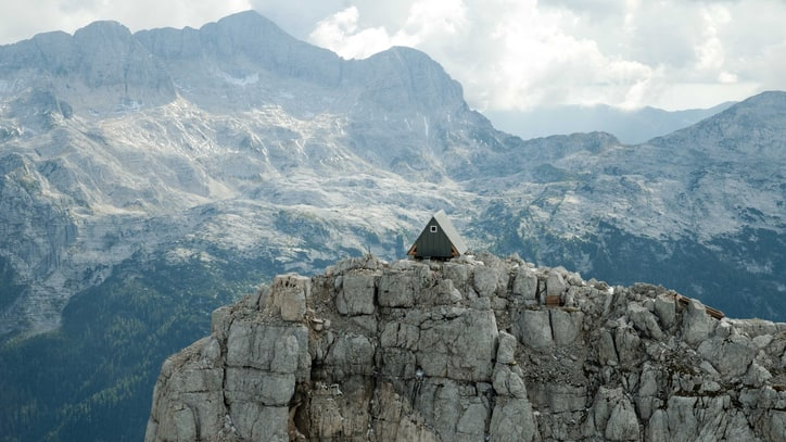 Shelter of the Week: A Tiny Mountain Hut Tucked Away in the Italian Alps
