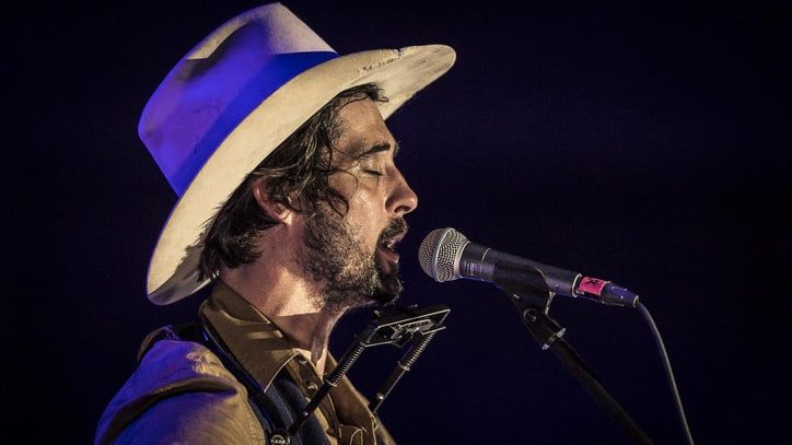 Watch Ryan Bingham's Intense Live 'Radio' Video