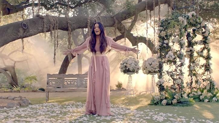 Výsledok vyhľadávania obrázkov pre dopyt Demi Lovato - Tell Me You Love Me videoclip