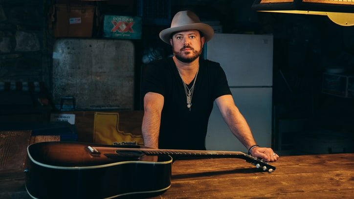 Hear Wade Bowen's Tex-Mex Flavored New Song 'Day of the Dead'