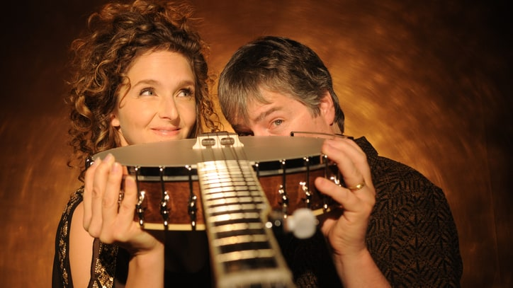 Hear Abigail Washburn, Bela Fleck's Election Reply 'Don't Let It Bring You Down'