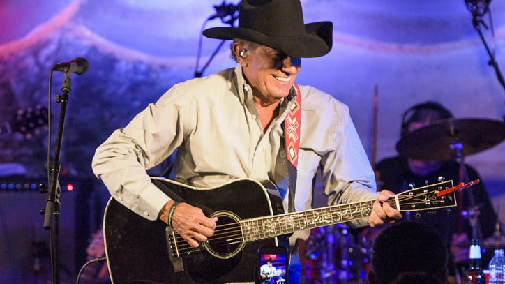 George Strait Brings New Songs, Classics to Intimate Texas Gig
