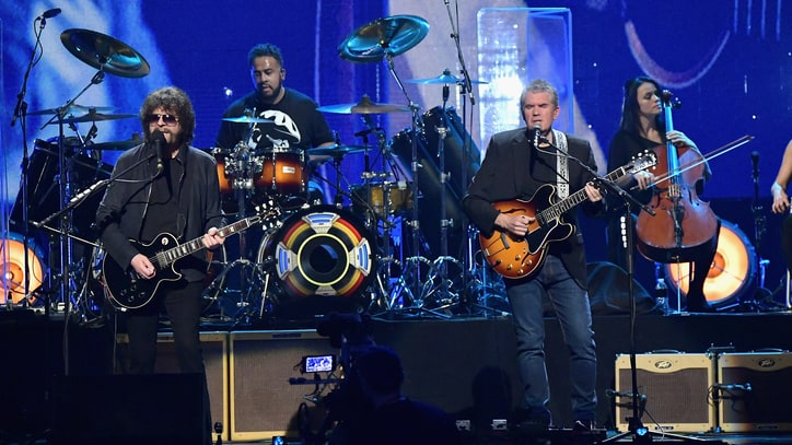 Watch ELO's Jeff Lynne Salute Chuck Berry at Rock Hall of Fame