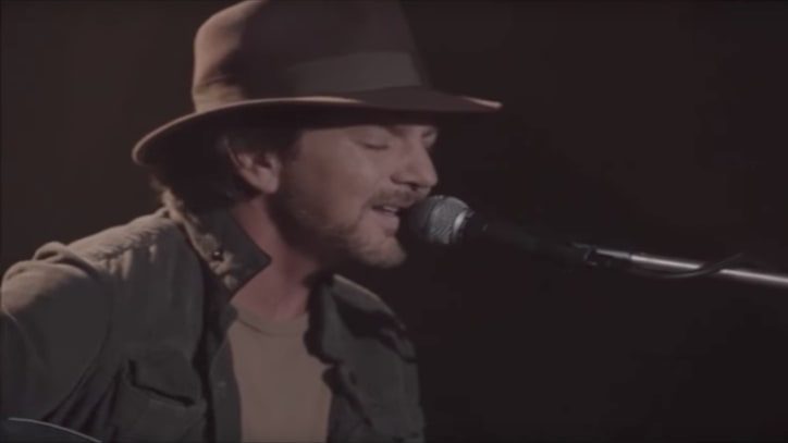 Watch Eddie Vedder Perform 'Out of Sand' on 'Twin Peaks'