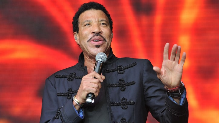 Lionel Richie Postpones Tour With Mariah Carey Over Knee Injury