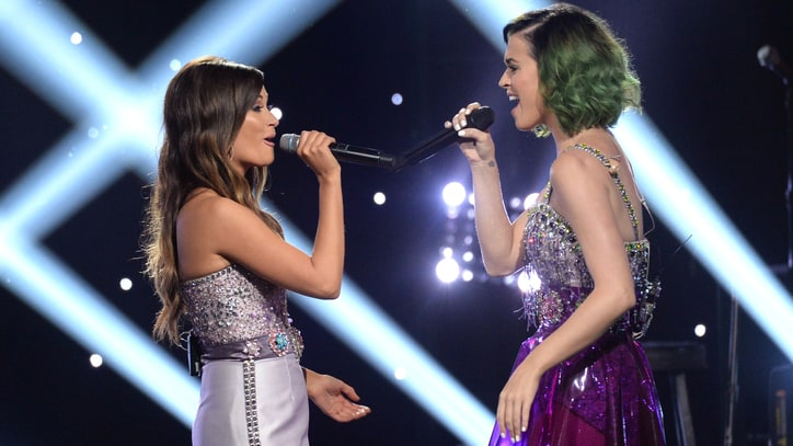 Watch Kacey Musgraves Teach Katy Perry to Play 'Follow Your Arrow'