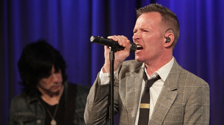 Stone Temple Pilots Remember Scott Weiland One Year After Death
