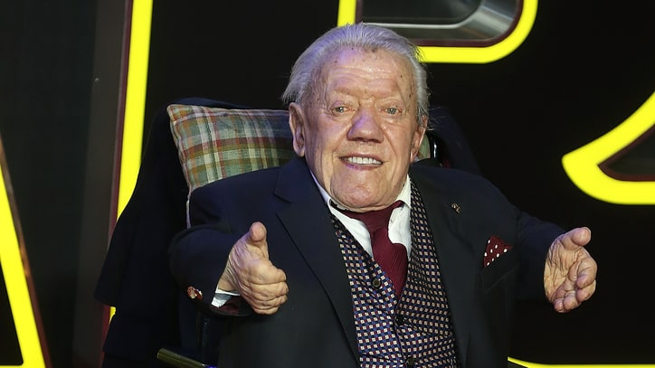 Kenny Baker, 'Star Wars' Actor Behind R2-D2, Dead at 81