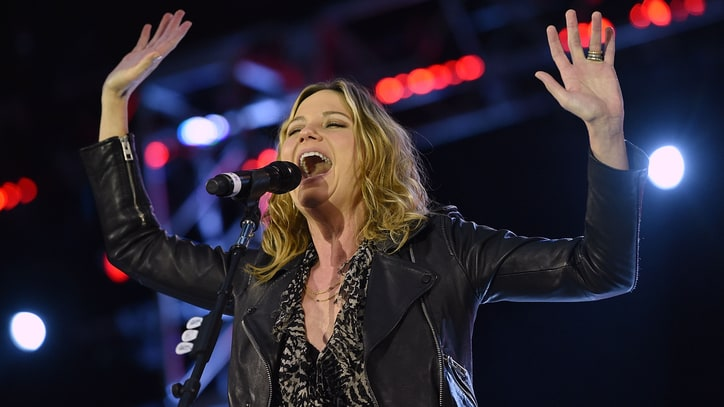 Hear Jennifer Nettles' Triumphant 'Hey Heartbreak'