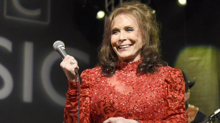 Loretta Lynn: 'Willie Ain't Dead Yet and Neither Am I'