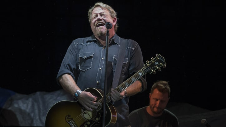 Hear Pat Green's Contemplative New Song 'Drinkin' Days'