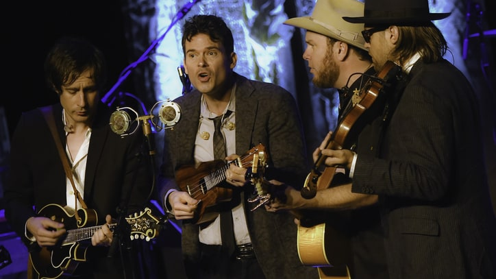 Hear Old Crow Medicine Show's Rare 'Black-Haired Quebecoise'
