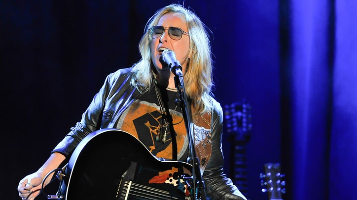 See Melissa Etheridge's Rhythmic Solo Take on 'I'm the Only One'