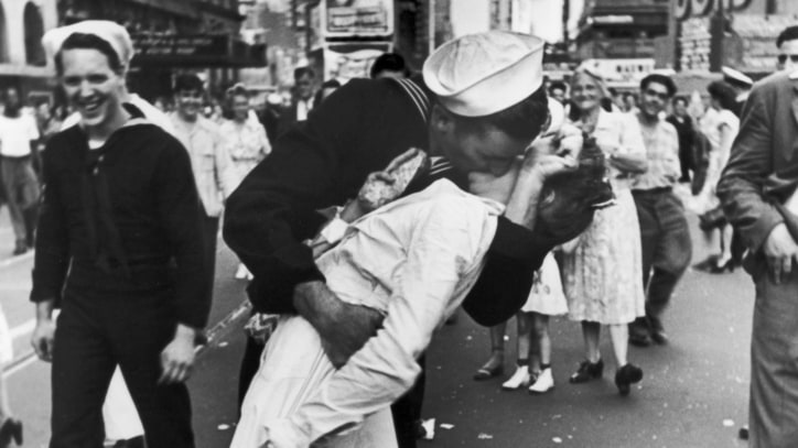 Greta Friedman, Woman in Iconic Times Square Kiss Photo, Dead at 92