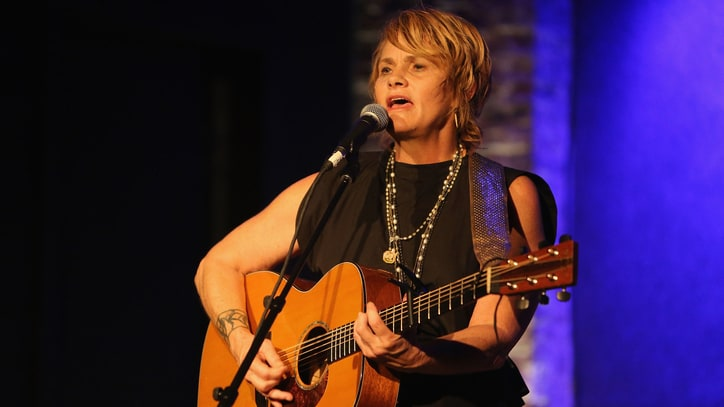 Watch Shawn Colvin's Rare Performance of 'Polaroids'