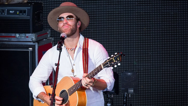 See Drake White Sing Spirited 'Livin' the Dream' Inside a Van