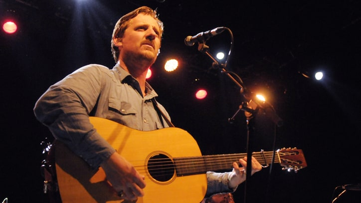 See Sturgill Simpson's Mesmerizing 'Breakers Roar' on 'Artists Den'