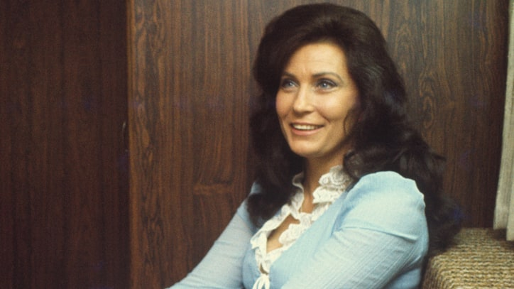 Flashback: Loretta Lynn Scores With Cautionary 'Don't Come Home'