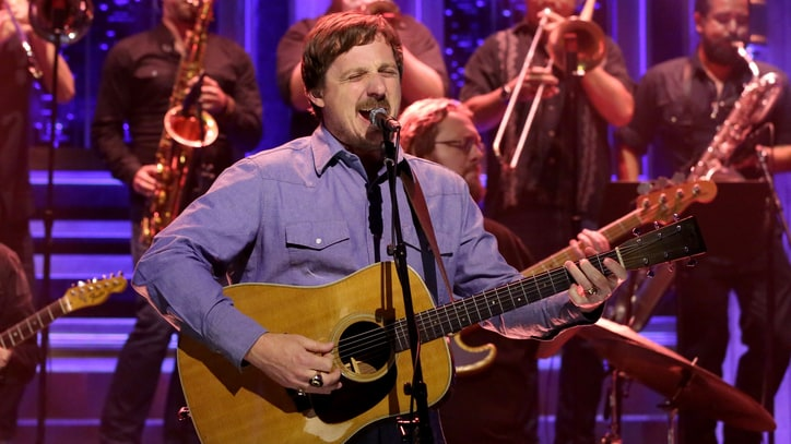 See Sturgill Simpson's Horn-Heavy 'All Around You' on 'Fallon'