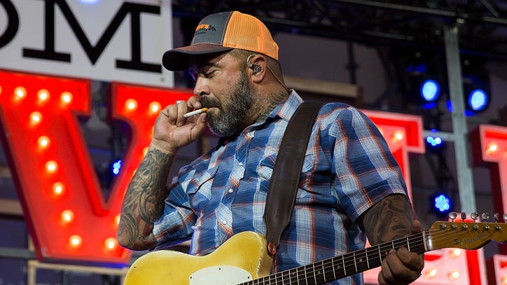 Aaron Lewis Says Luke Bryan, Sam Hunt Are 'Choking' Country Music