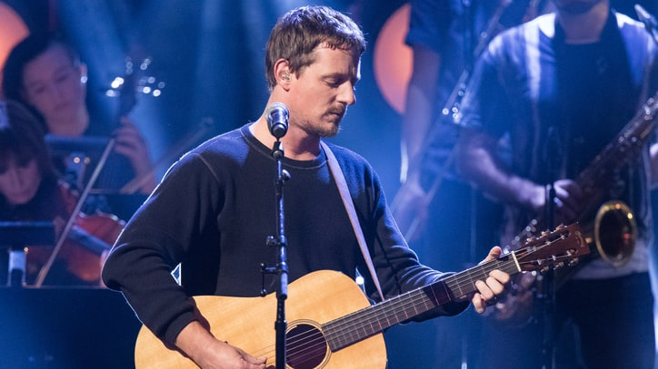See Sturgill Simpson's Symphonic 'Welcome to Earth' on 'Seth Meyers'