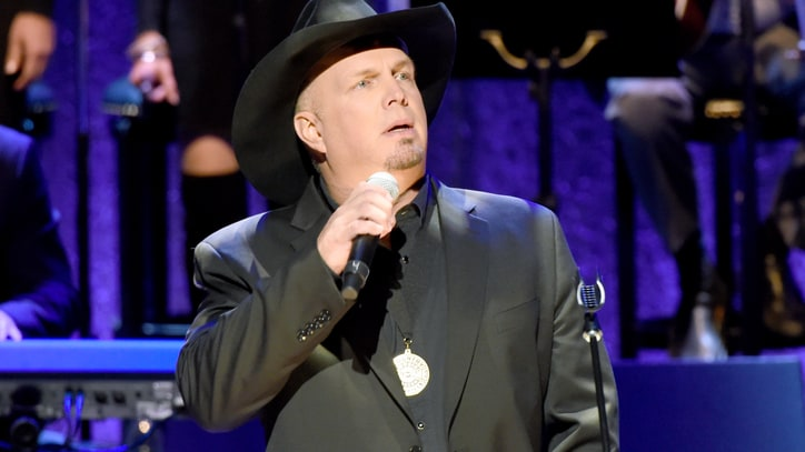 Garth Brooks Talks Influence of Randy Travis, Joins Tribute Concert
