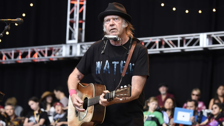 Watch Neil Young Tell Story of Lost Album 'Hitchhiker' on Facebook Live