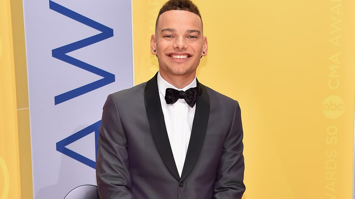 Watch Kane Brown's Driving 'Thunder in the Rain' on 'Ellen'