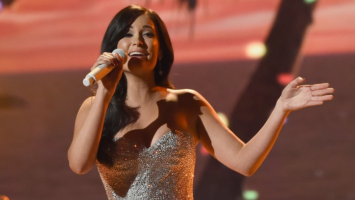 Kacey Musgraves Talks Quirky Christmas Album, New Willie Nelson Duet