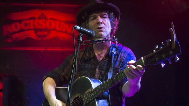 Hear Tim Easton, Chris Shiflett Talk Busking With Beck, Weed Bust