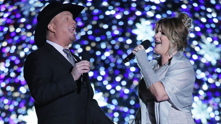 See Garth Brooks, Trisha Yearwood's Cheerful Duet on 'Live with Kelly'