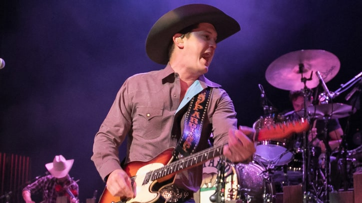 Watch Jon Pardi's Rowdy 'Dirt on My Boots' Video