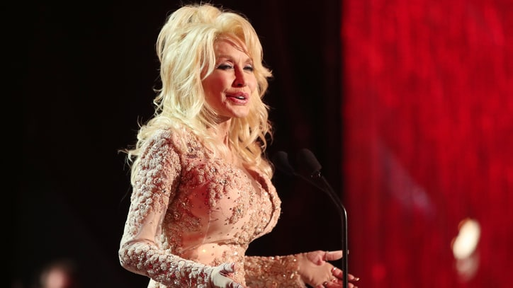 Flashback: Dolly Parton's 'Whorehouse' Premieres, Makes Music History