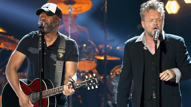 See John Mellencamp, Darius Rucker's Fiery 'Pink Houses' on 'Crossroads'