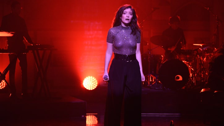 Watch Lorde Debut New Song 'Sober' at Tiny Pre-Coachella Gig