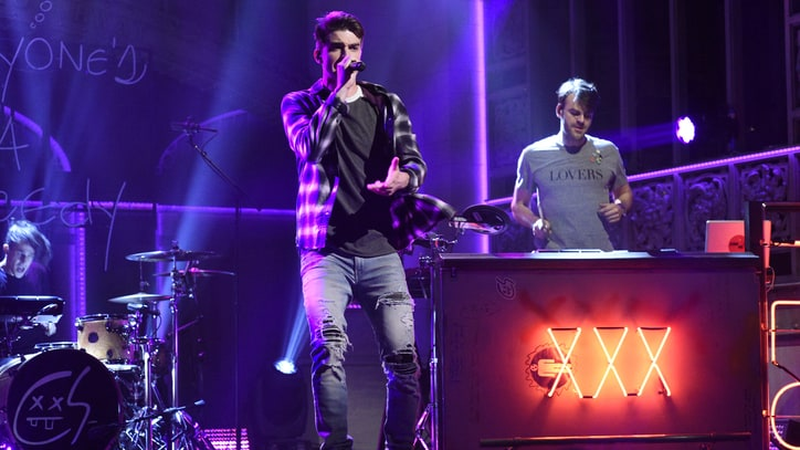 On the Charts: Chainsmokers' 'Memories' Opens at Number One