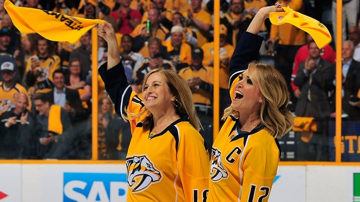 See Carrie Underwood's Surprise Performance at Stanley Cup Playoff Game