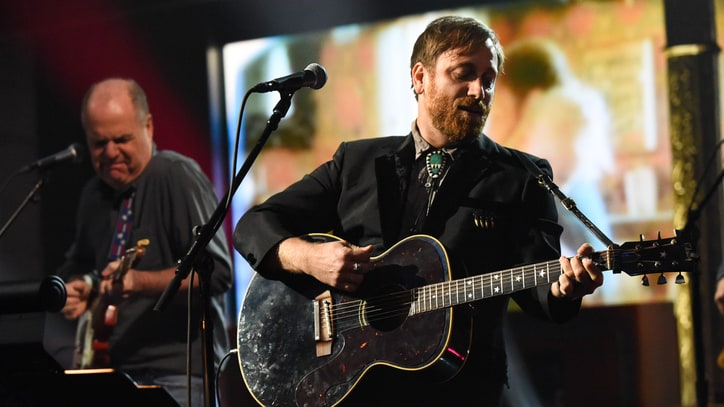 See Dan Auerbach Jam With Duane Eddy at Surprise Nashville Club Show